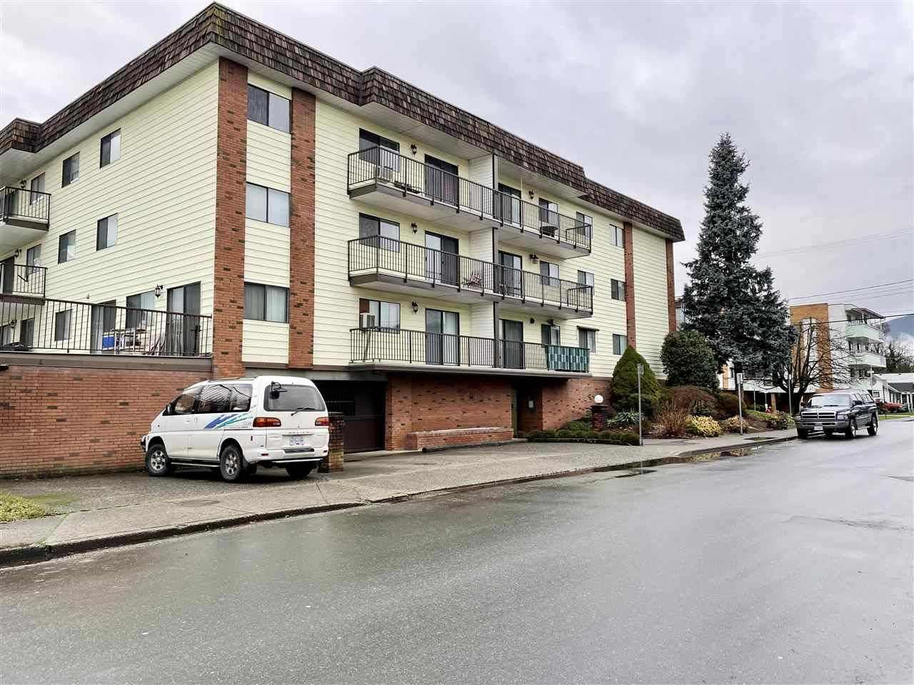 """Main Photo: 108 9417 NOWELL Street in Chilliwack: Chilliwack N Yale-Well Condo for sale in """"THE AMBASSADOR"""" : MLS®# R2543787"""
