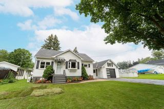 Main Photo: 6 Albert Street in Whitby: Brooklin House (1 1/2 Storey) for sale : MLS®# E5324255