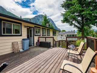 """Photo 13: 38221 GUILFORD Drive in Squamish: Valleycliffe House for sale in """"Valleycliffe"""" : MLS®# R2595387"""