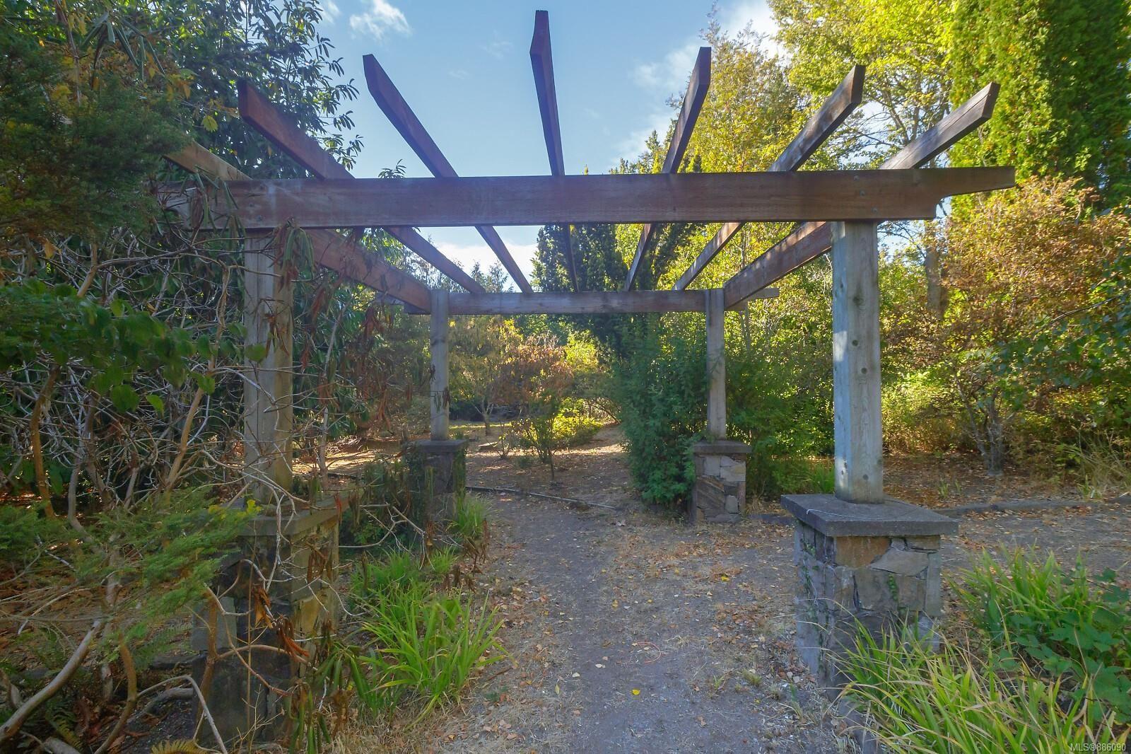 Photo 36: Photos: 4553 Blenkinsop Rd in : SE Blenkinsop House for sale (Saanich East)  : MLS®# 886090