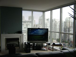 """Photo 3: 1804 1199 SEYMOUR Street in Vancouver: Downtown VW Condo for sale in """"BRAVA"""" (Vancouver West)  : MLS®# R2058991"""