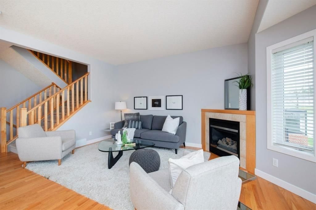 Photo 7: Photos: 32 Prominence Park SW in Calgary: Patterson Row/Townhouse for sale : MLS®# A1112438