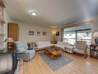 """Photo 10: 8089 REDROOFFS Road in Halfmoon Bay: Halfmn Bay Secret Cv Redroofs House for sale in """"WELCOME WOODS"""" (Sunshine Coast)  : MLS®# R2563771"""