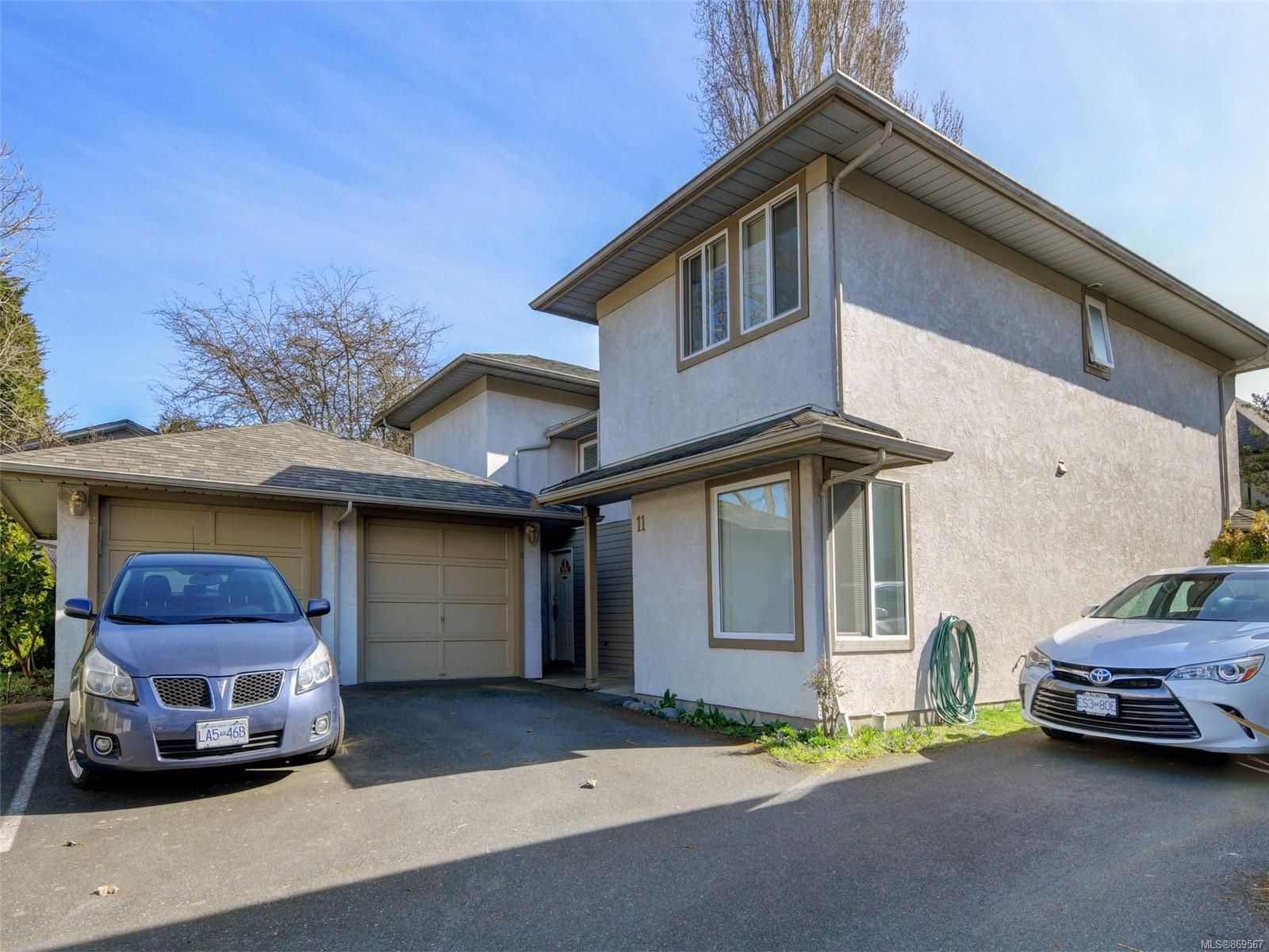 Main Photo: 12 2669 Shelbourne St in : Vi Jubilee Row/Townhouse for sale (Victoria)  : MLS®# 869567