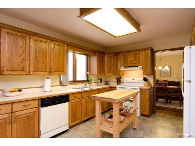 Photo 12: Photos:  in ESTPAUL: Birdshill Area Residential for sale (North East Winnipeg)  : MLS®# 1409100