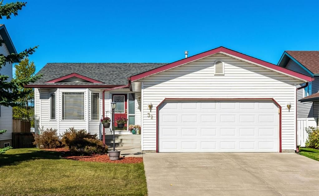 Main Photo: 32 West Gissing Road: Cochrane Detached for sale : MLS®# A1149864