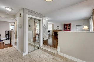 Photo 3: 7 WOODGREEN Crescent SW in Calgary: Woodlands Detached for sale : MLS®# C4245286