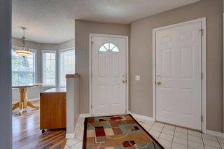 Photo 2: 33 SILVERGROVE Close NW in Calgary: Silver Springs Row/Townhouse for sale : MLS®# C4300784