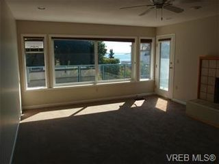 Photo 4: 2545 Beach Dr in Victoria: House for sale : MLS®# 356036