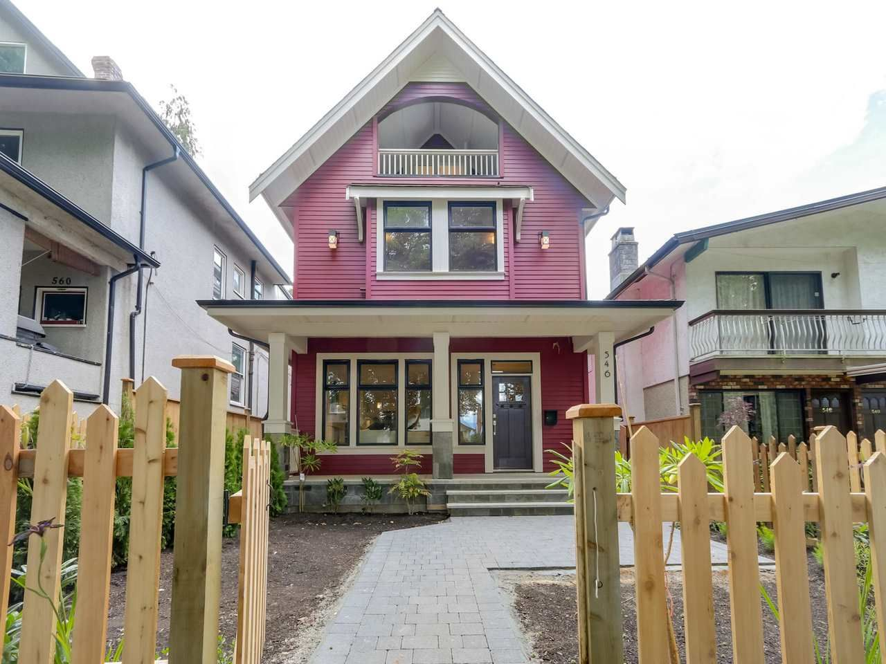 Main Photo: 546 E 10TH Avenue in Vancouver: Mount Pleasant VE 1/2 Duplex for sale (Vancouver East)  : MLS®# R2085116