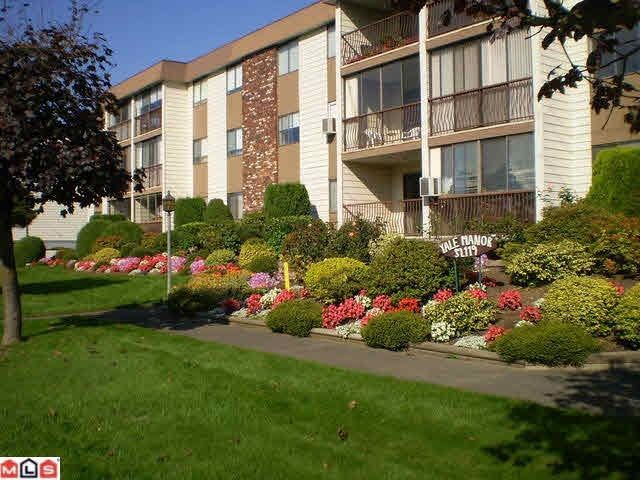 """Main Photo: 305 32119 OLD YALE Road in Abbotsford: Abbotsford West Condo for sale in """"Yale Manor"""" : MLS®# R2143598"""