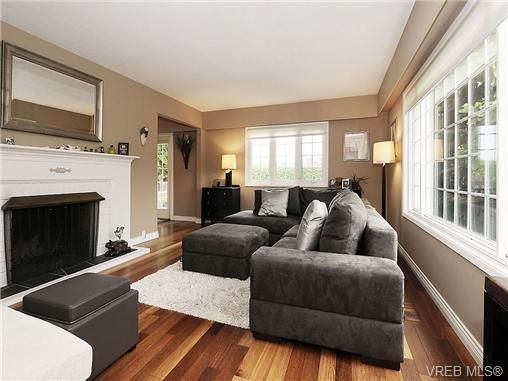 Photo 2: Photos: 2320 Hollyhill Pl in VICTORIA: SE Arbutus Half Duplex for sale (Saanich East)  : MLS®# 652006