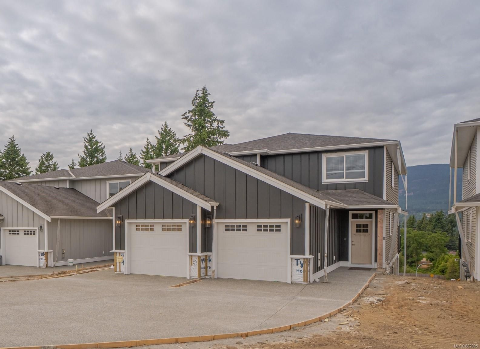 Main Photo: 4471 Wellington Rd in : Na Diver Lake Half Duplex for sale (Nanaimo)  : MLS®# 882995