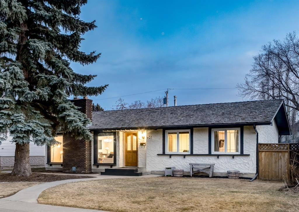 Main Photo: 931 PARKWOOD Drive SE in Calgary: Parkland Detached for sale : MLS®# A1097878