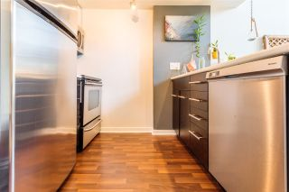 """Photo 3: 302 1 E CORDOVA Street in Vancouver: Downtown VE Condo for sale in """"CARRALL ST STATION"""" (Vancouver East)  : MLS®# R2502376"""