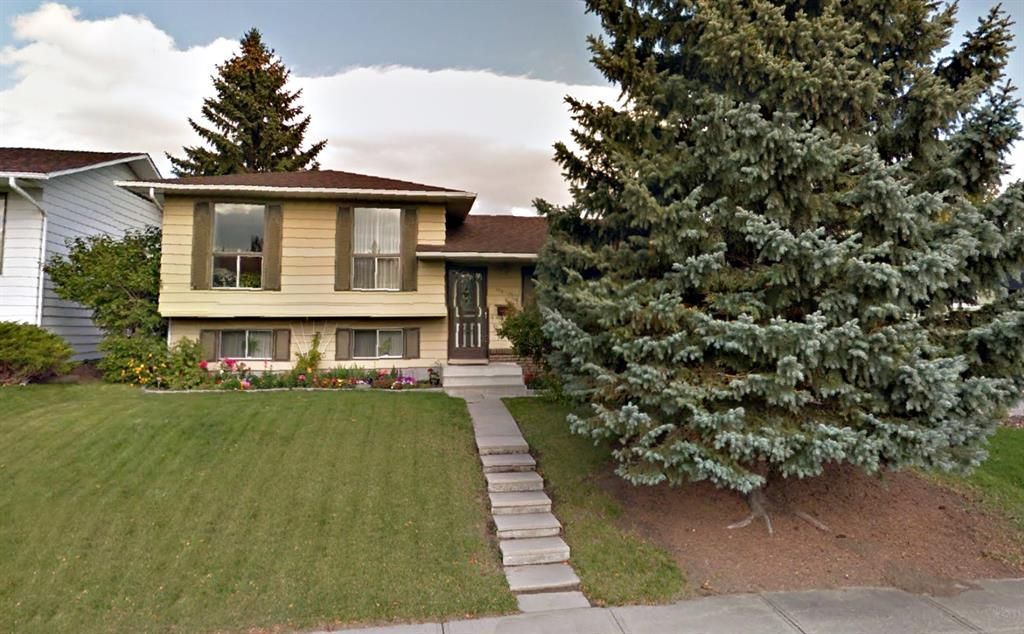 Main Photo: 140 Thames Close NW in Calgary: Thorncliffe Detached for sale : MLS®# A1097862