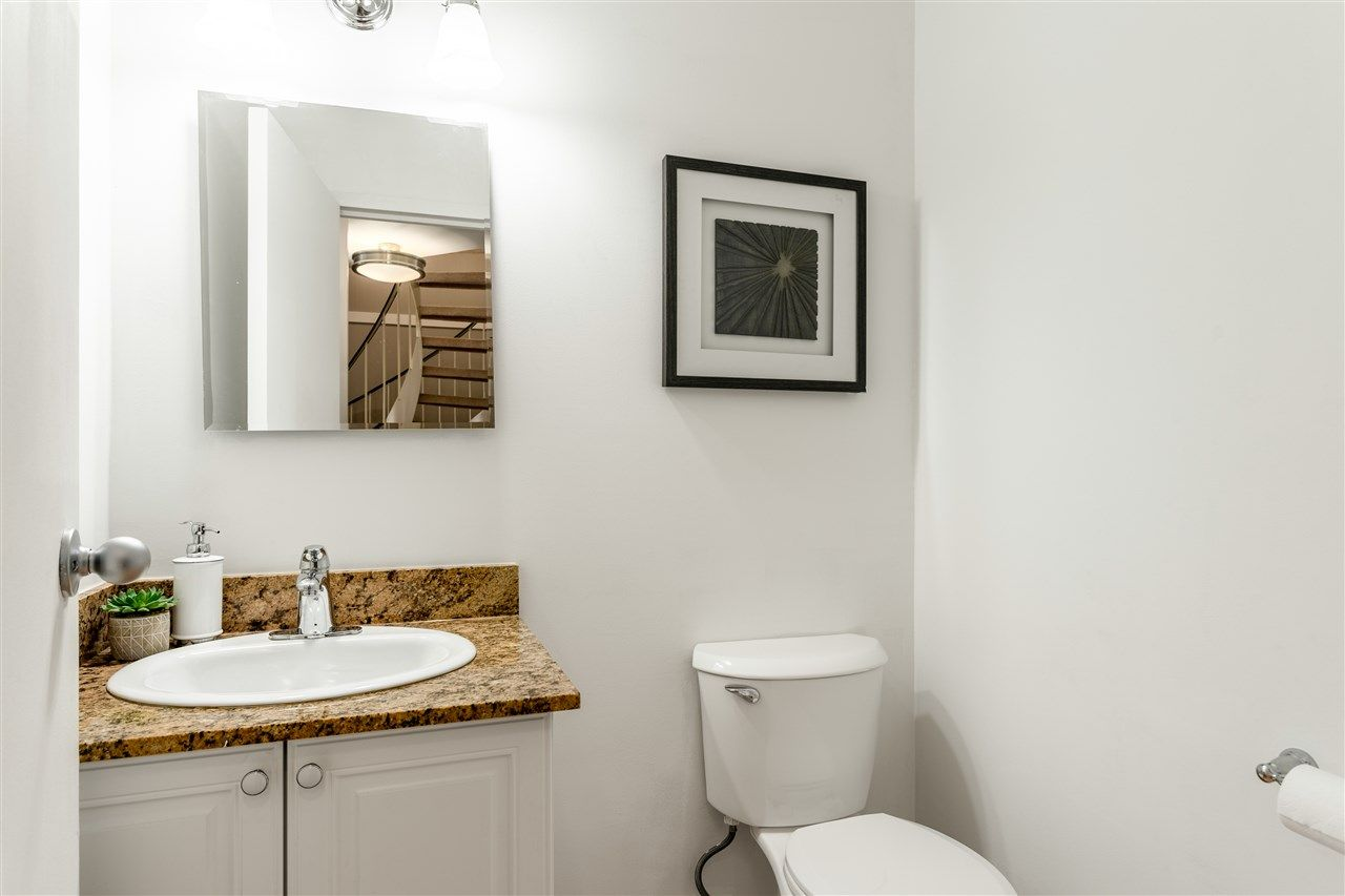 Photo 6: Photos: 207 225 SIXTH STREET in New Westminster: Queens Park Condo for sale : MLS®# R2440981