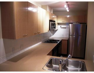 """Photo 4: 204 638 W 7TH Avenue in Vancouver: Fairview VW Condo for sale in """"OMEGA CITY HOMES"""" (Vancouver West)  : MLS®# V798898"""