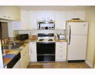 """Photo 7: 121 10TH Street in New Westminster: Uptown NW Condo for sale in """"Vista Royale"""" : MLS®# V639568"""