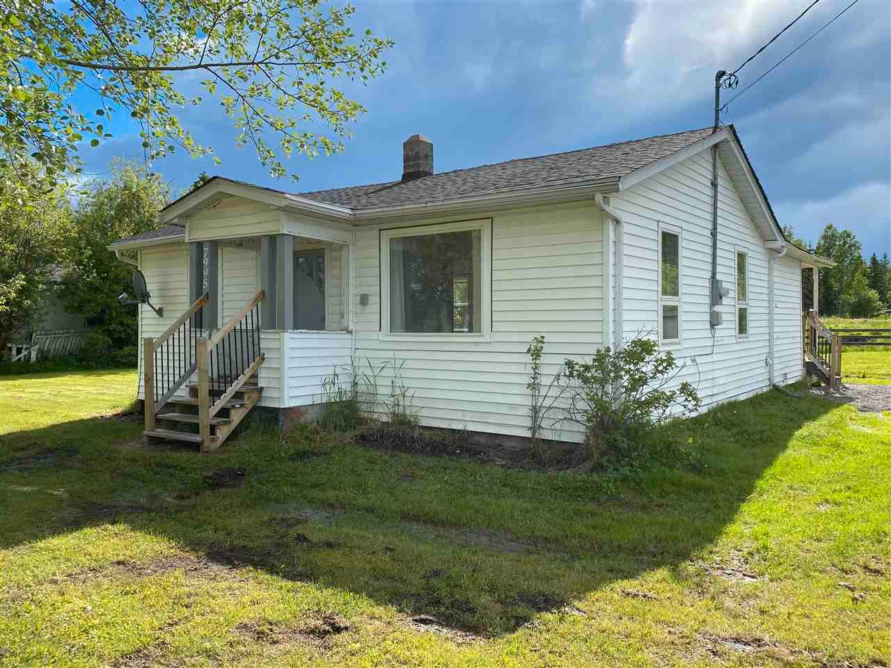 """Main Photo: 7995 OLD CARIBOO Highway in Prince George: Pineview House for sale in """"Pineview"""" (PG Rural South (Zone 78))  : MLS®# R2592037"""