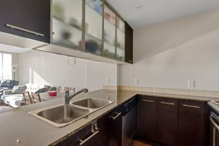 """Photo 13: 1504 3333 CORVETTE Way in Richmond: West Cambie Condo for sale in """"Wall Centre at the Marina"""" : MLS®# R2535983"""