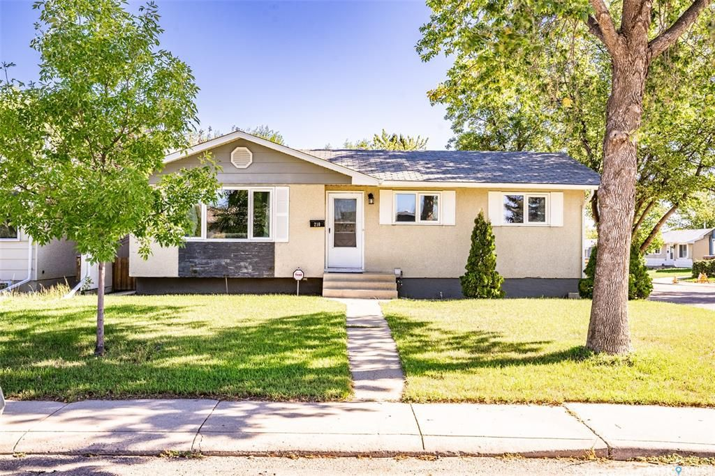 Main Photo: 210 Mowat Crescent in Saskatoon: Pacific Heights Residential for sale : MLS®# SK870029