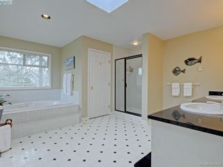 Photo 11: 915 Maltwood Terr in VICTORIA: SE Broadmead House for sale (Saanich East)  : MLS®# 780757