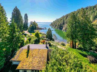 """Photo 2: 4777 PILOT HOUSE Road in West Vancouver: Olde Caulfeild House for sale in """"Tiddly Cove"""" : MLS®# R2497367"""