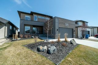 Photo 2: 96 CREEMANS Crescent in Winnipeg: Charleswood Residential for sale (1H)  : MLS®# 202111111