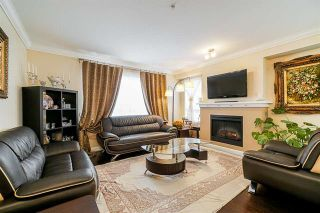 Photo 2: 130 6747 203 Street in Langley: Willoughby Heights Townhouse for sale : MLS®# R2374351