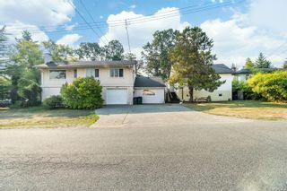 Photo 1: 949 McBriar Ave in Saanich: SE Lake Hill House for sale (Saanich East)  : MLS®# 854961