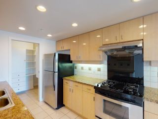 """Photo 8: 2607 1033 MARINASIDE Crescent in Vancouver: Yaletown Condo for sale in """"QUAY WEST"""" (Vancouver West)  : MLS®# R2604092"""