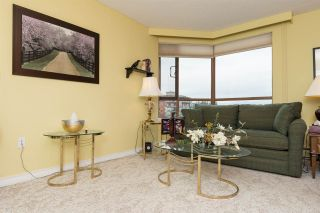 """Photo 10: 812 15111 RUSSELL Avenue: White Rock Condo for sale in """"PACIFIC TERRACE"""" (South Surrey White Rock)  : MLS®# R2118145"""