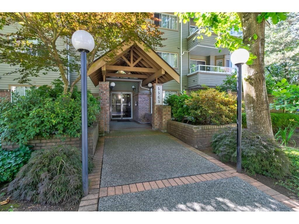 """Main Photo: 104 5565 INMAN Avenue in Burnaby: Central Park BS Condo for sale in """"AMBLE GREEN"""" (Burnaby South)  : MLS®# R2602480"""