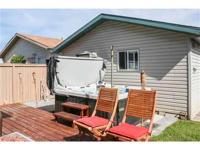 Photo 26: Photos: 208 MT ABERDEEN Circle SE in Calgary: McKenzie Lake House for sale : MLS®# C4067845