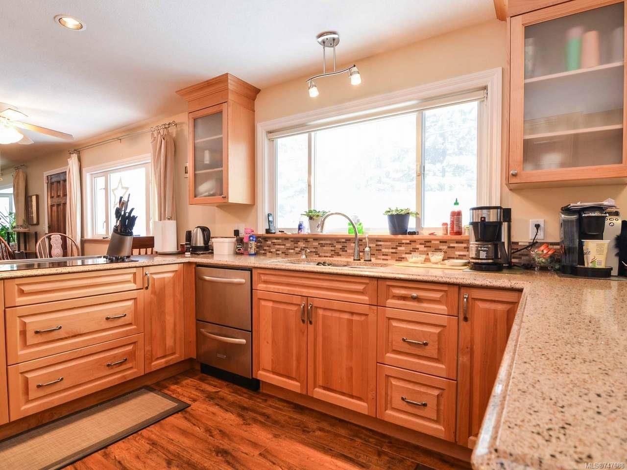 Photo 5: Photos: 228 Crawford Rd in CAMPBELL RIVER: CR Campbell River South House for sale (Campbell River)  : MLS®# 747688