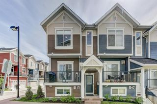 Photo 2: 135 NOLANCREST Common NW in Calgary: Nolan Hill Row/Townhouse for sale : MLS®# A1105271