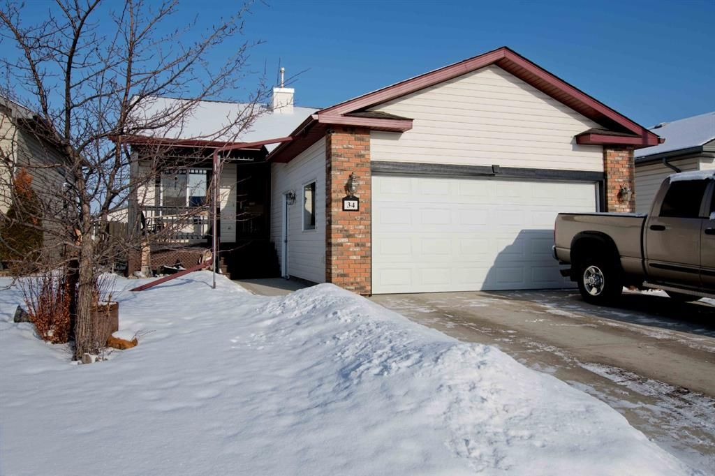 34 Oldring Cres is located on a quiet crescent in Red Deer