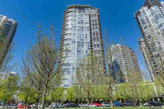 """Photo 1: 3106 583 BEACH Crescent in Vancouver: Yaletown Condo for sale in """"PARK WEST II"""" (Vancouver West)  : MLS®# R2471264"""