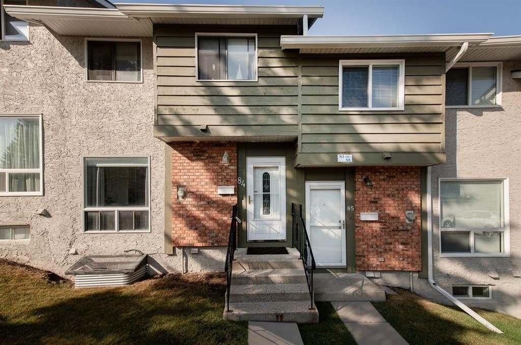 Main Photo: 84 6915 Ranchview Drive NW in Calgary: Ranchlands Row/Townhouse for sale : MLS®# A1135144