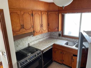 Photo 4: 15 Alguire Avenue in Winnipeg: Crestview Residential for sale (5H)  : MLS®# 202123190