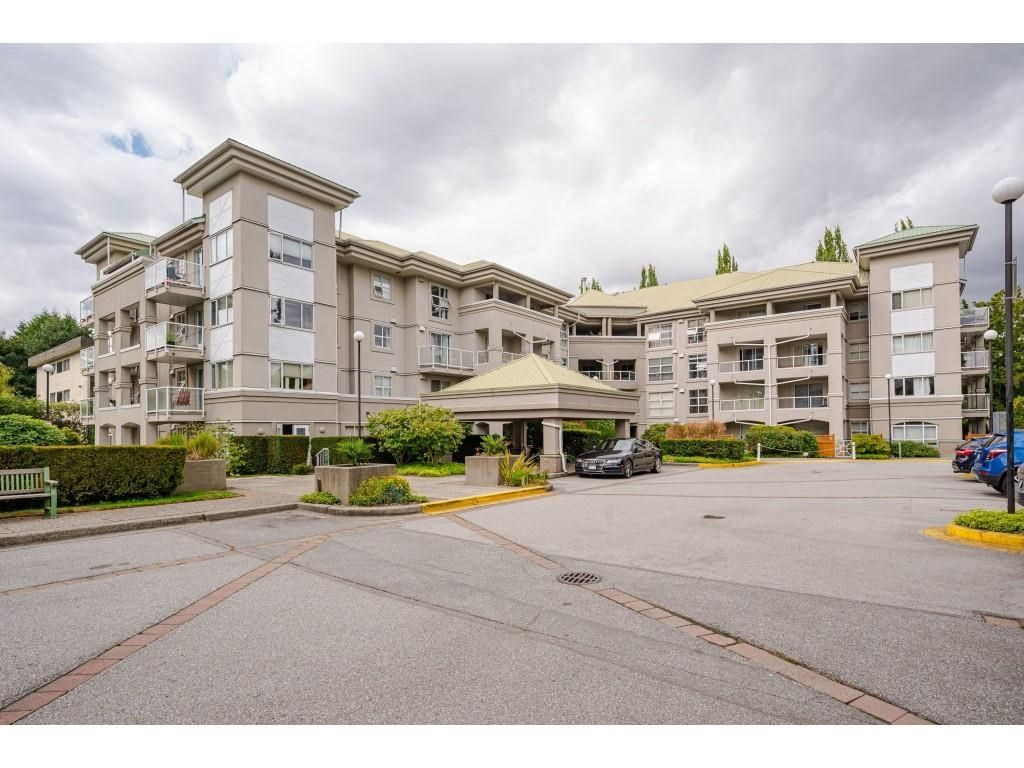 """Main Photo: 114 10533 UNIVERSITY Drive in Surrey: Whalley Condo for sale in """"Parkview Court"""" (North Surrey)  : MLS®# R2612910"""