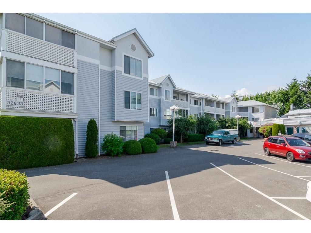Main Photo: 103 32823 LANDEAU Place in Abbotsford: Central Abbotsford Condo for sale : MLS®# R2600171
