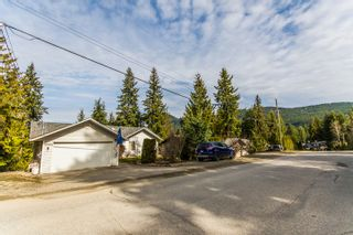 Photo 2: 2589 Centennial Drive in Blind Bay: Shuswap Lake Estates House for sale : MLS®# 10113870