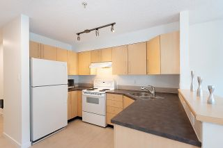 """Photo 19: 211 2768 CRANBERRY Drive in Vancouver: Kitsilano Condo for sale in """"ZYDECO"""" (Vancouver West)  : MLS®# R2598396"""