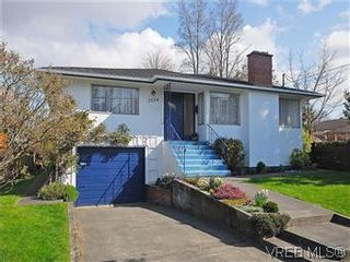 Photo 1: 2034 Haultain St in VICTORIA: OB Henderson House for sale (Oak Bay)  : MLS®# 568939