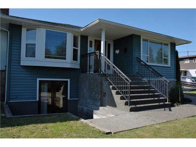 Completely reno'd in 2002, this 5 bed, 4 bath solid family home has it all including a 2 bed. ground level suite.