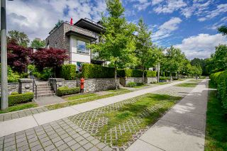 Photo 2: 302 7428 BYRNEPARK WALK in Burnaby: South Slope Condo for sale (Burnaby South)  : MLS®# R2458762
