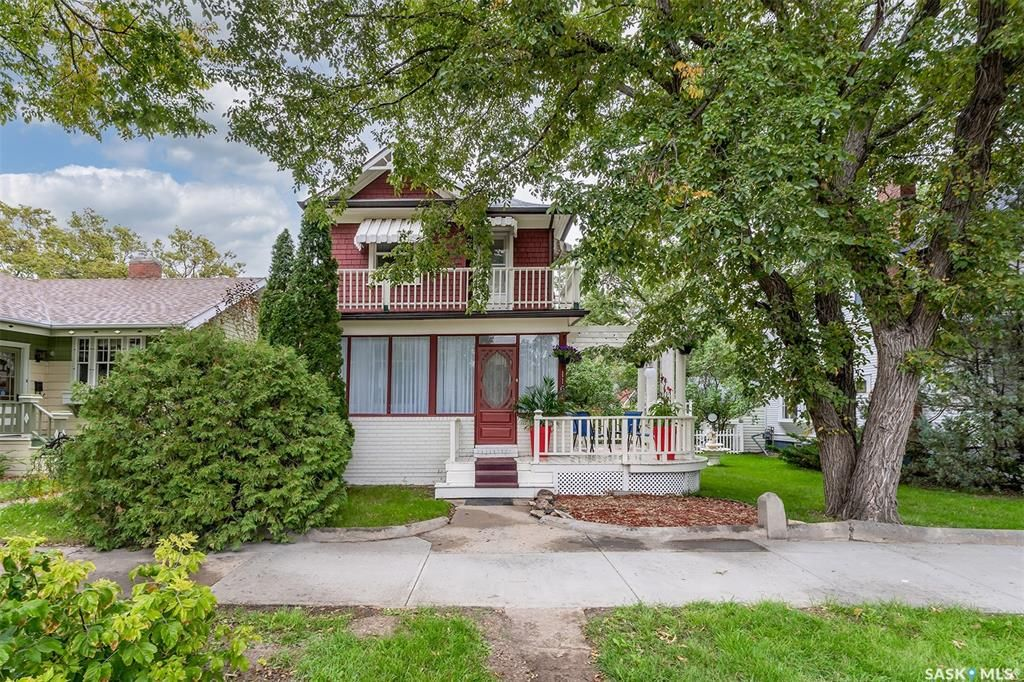 Main Photo: 1161 Clifton Avenue in Moose Jaw: Central MJ Residential for sale : MLS®# SK870570