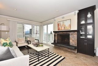 "Photo 2: 202 2365 W 3RD Avenue in Vancouver: Kitsilano Condo for sale in ""Landmark Horizon"" (Vancouver West)  : MLS®# R2244151"
